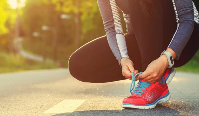 jogger tying shoe